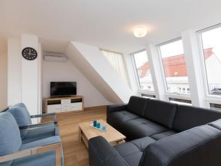 Spacious Vereins Duplex Superior apartment in 02. Leopoldstadt with WiFi, airconditioning, dakterra…, Viena
