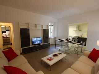 Sant Ambrogio apartment in Santa Croce with WiFi.