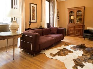 Spacious Mesonero Suite apartment in Gran Via with airconditioning (warm, Madrid