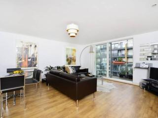 Regent's Canal apartment in Hackney with WiFi, balkon & lift.