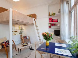 Little Soho apartment in Westminster with WiFi & lift.
