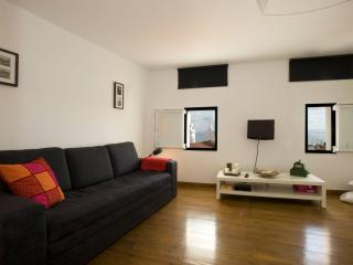 Sao Miguel apartment in Alfama with WiFi & lift.