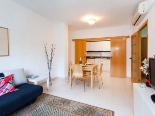 Lovely Tetuan apartment in Eixample Dreta with WiFi, airconditioning (warm, Barcelona