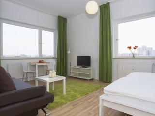 Heddemann Organik apartment in Kreuzberg with WiFi, balkon & lift., Berlín