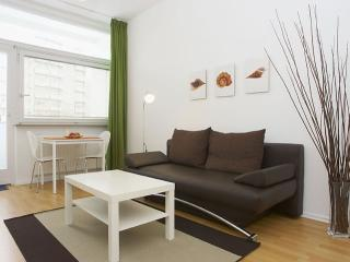 Heddeman Organik II apartment in Kreuzberg with WiFi, balcony & lift.