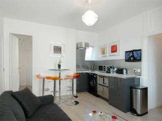 Custine apartment in 18ème - Montmartre with WiFi & lift.