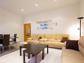 Parroquia Real apartment in Opera with air conditioning & lift.