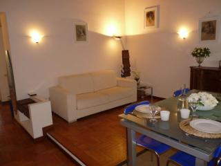 Classic Duomo apartment in Duomo with WiFi & integrated air conditioning.