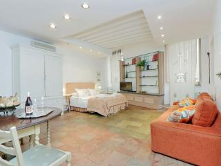 Rione Ponte apartment in Centro Storico with WiFi, integrated air conditioning (