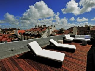 Spacious Chiado Sol apartment in Bairro Alto with WiFi, integrated air condition