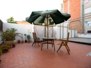 Fira Gran Terrassa apartment in Poble Sec with WiFi, airconditioning (warm / koud), privédakterras …, Barcelona