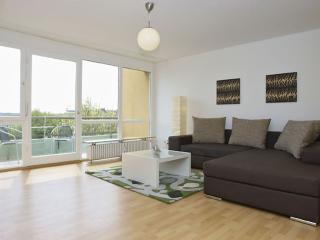 Spacious Mehringplatz II apartment in Kreuzberg with WiFi, balcony & lift.