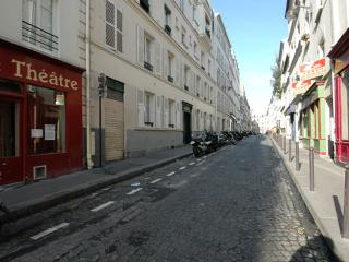 Petit Veron apartment in 18eme - Montmartre with WiFi.