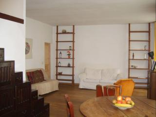 Veron Antique apartment in 18eme - Montmartre with WiFi & lift.