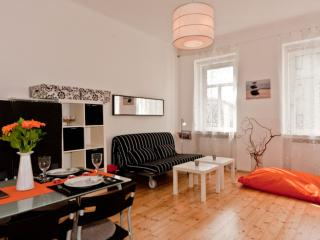 Degen Blume apartment in 16. Ottakring with WiFi., Viena