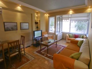 Spacious Bosphorus XI apartment in Ortaköy with WiFi, airconditioning & balkon.