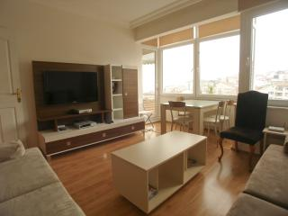 Spacious Bosphorus X apartment in Ortaköy with WiFi & balkon.