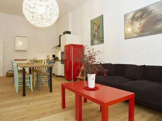 Helmholz Ost apartment in Prenzlauer Berg with WiFi & lift., Berlin