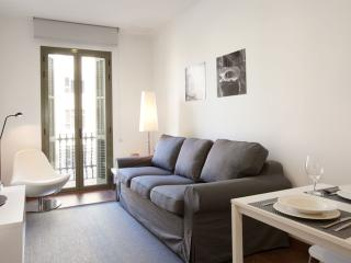 BWH Montjuïc III apartment in Sants with WiFi, airconditioning (warm / koud) & lift., Barcelona