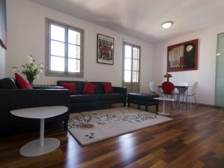 Spacious Torres Rojo apartment in Gràcia with WiFi, integrated air conditioning