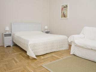 Veres Palne apartment in V Belvaros with WiFi & lift.