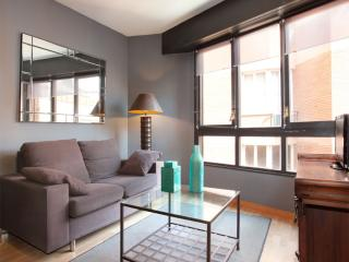 Casa Putget apartment in Tibidabo with WiFi, airconditioning (warm / koud) & lift., Barcelona