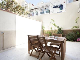 BWH Poble Nou Terraza II apartment in Poblenou with WiFi, airconditioning (warm / koud), privéterra…, Barcelona