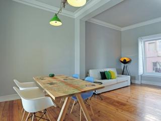 Spacious Artista Vista apartment in Graca with WiFi & lift.