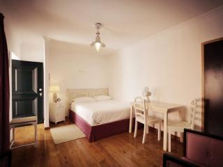 Estevao 8 apartment in Alfama with WiFi & gedeeld terras.