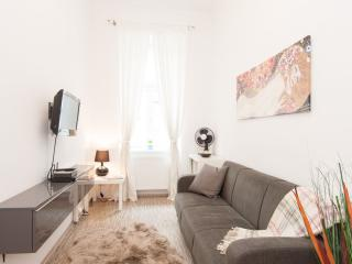 Kolbel apartment in 03. Landstrasse with WiFi & lift.