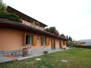 Spacious Villa Fiesole II apartment in Bolognese with WiFi, integrated air condi