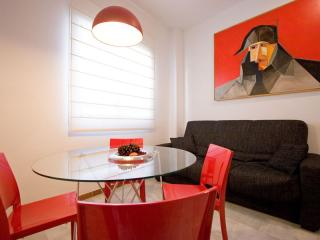Muralla apartment in Casco Antiguo with WiFi, airconditioning (warm / koud) & lift., Sevilla