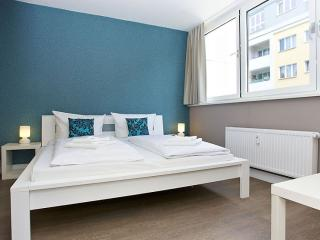 Gran Cosy B 4.1 apartment in Kreuzberg with WiFi, shared terrace & lift.