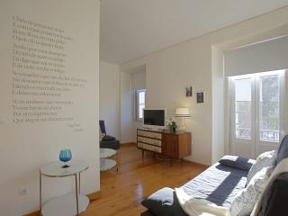 Blue Lion apartment in Pena with WiFi & lift., Lisbon