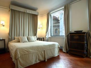 Cappelle Suite II apartment in San Lorenzo with WiFi & airconditioning (warm