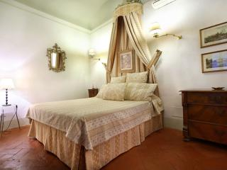 Medici Suite II apartment in San Lorenzo with WiFi & airconditioning (warm