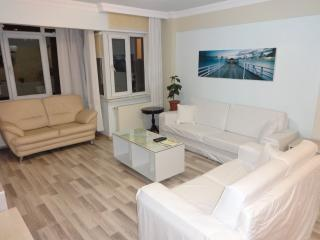 New Muvezzi apartment in Beşiktaş with WiFi, air conditioning, private parking &