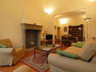 Spacious Gioia Toscana apartment in Duomo with WiFi, airconditioning & lift.