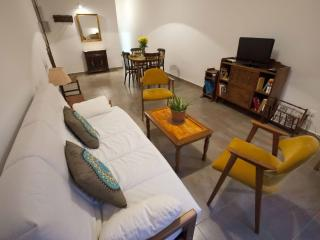 Sepúlveda Universidad apartment in Eixample Esquerra with WiFi, airconditioning, balkon & lift., Barcelona