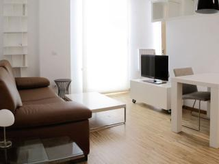 Cervantes Huertas apartment in Huertas with WiFi, air conditioning & lift.