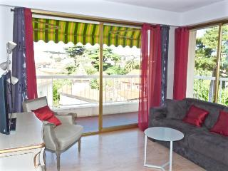 Wonderfully large and light two bedroomed apartment in the exclusive Petit Juas