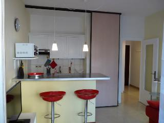 Chataigners A, Amazing 1 Bedroom Rental with a Balcony