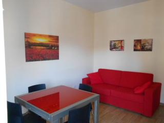 Studios Tiburtina II apartment in Appio Latino with WiFi, airconditioning, balkon & lift., Roma