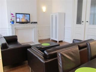 Spacious Antoine II apartment in Brussels Centre with WiFi & lift.