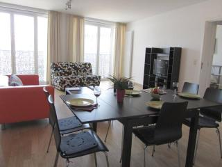 Spacious Opera 403 apartment in Brussel centrum with WiFi & lift.