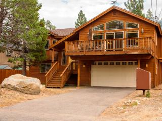 5-Star Luxury Cabin! Pool Table! Darts! Ping Pong!, South Lake Tahoe
