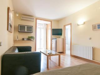 Mini San Miquel apartment in Gràcia with WiFi, air conditioning & private terrac