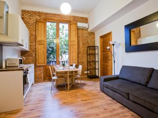 Center 2 apartment in Eixample Dreta with WiFi, airconditioning, balkon & lift.