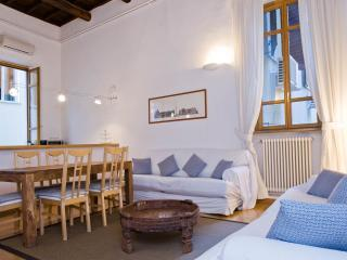 Spacious Piazza Navona Duplex apartment in Centro Storico with WiFi & airconditioning., Rome