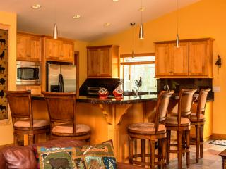 5-Star Luxury Tahoe Cabin! Pool Table! Darts! Ping Pong! Poker! Games!, South Lake Tahoe
